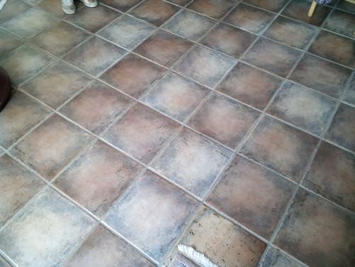 Fußboden Fliesen Streichen hilfe bei unseren bodenfliesen und dem treppengeländer