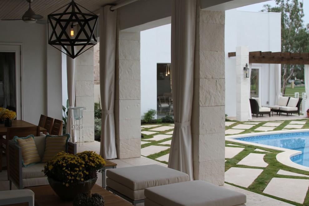 Home design - transitional home design idea in Austin