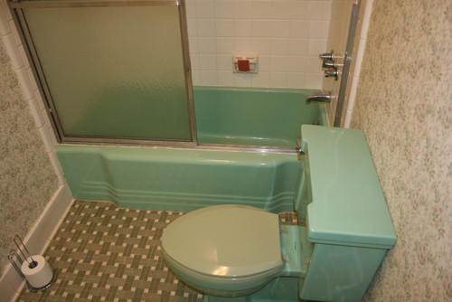 Retro Green Bath Any Ideas On Fixing It Up - How to change bathroom floor tiles