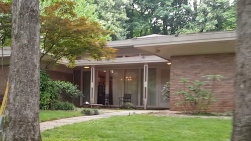 exterior paint on mid century modern home