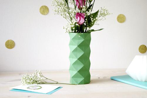 fabriquez vous m me un cache pour vase hyper tendance en origami on vous dit comment faire. Black Bedroom Furniture Sets. Home Design Ideas