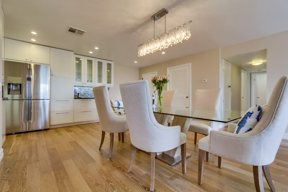 New entry area,dining table & chandelier
