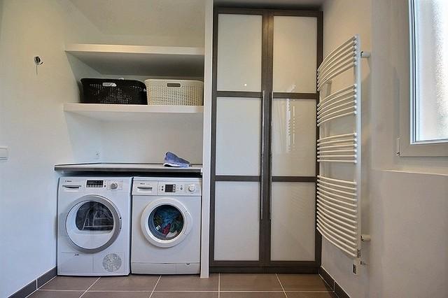 renovation d 39 une salle de bain buanderie contemporain nice par av o antibes cannes. Black Bedroom Furniture Sets. Home Design Ideas