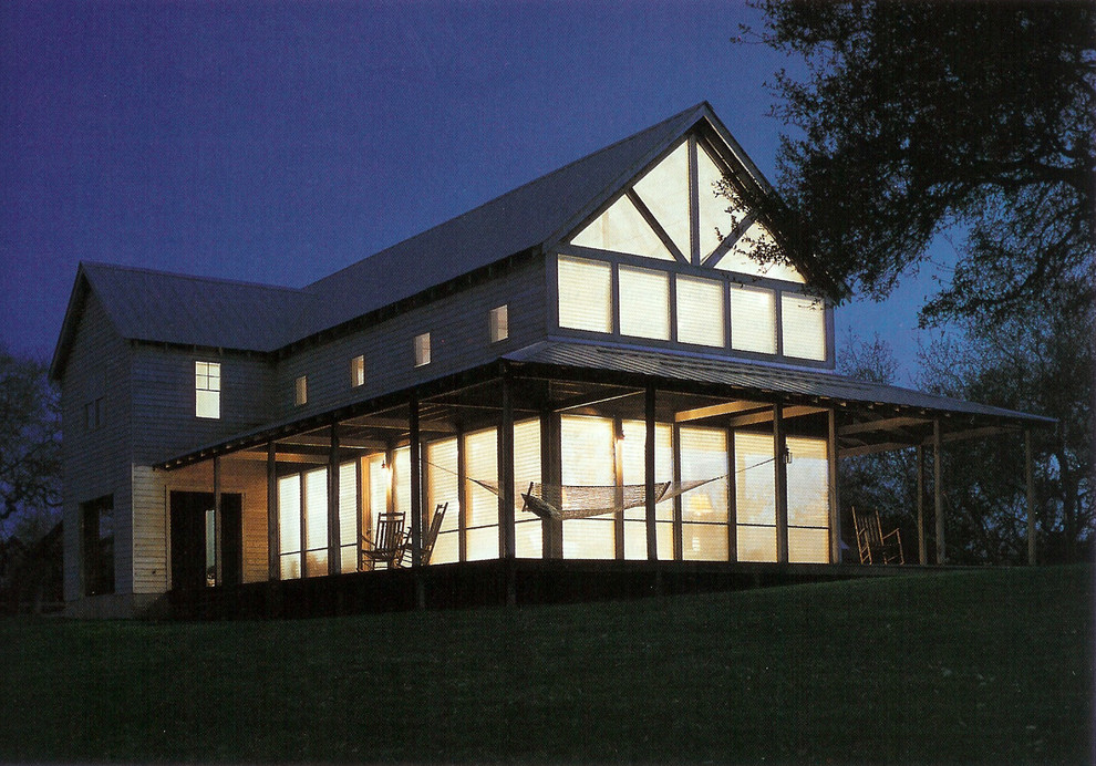 Country home design photo in Austin