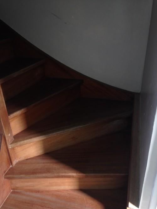 refaire un escalier great escalier couleur rnovation escalier with refaire un escalier sous. Black Bedroom Furniture Sets. Home Design Ideas