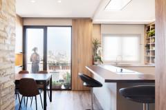 Una cocina práctica en Valencia diseñada para gozar de las vistas