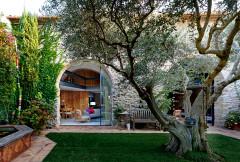 Una casa de pueblo moderna, cálida, acogedora y muy mediterránea
