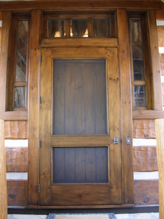 Mountain Home Entry w/Screen Door traditional front doors