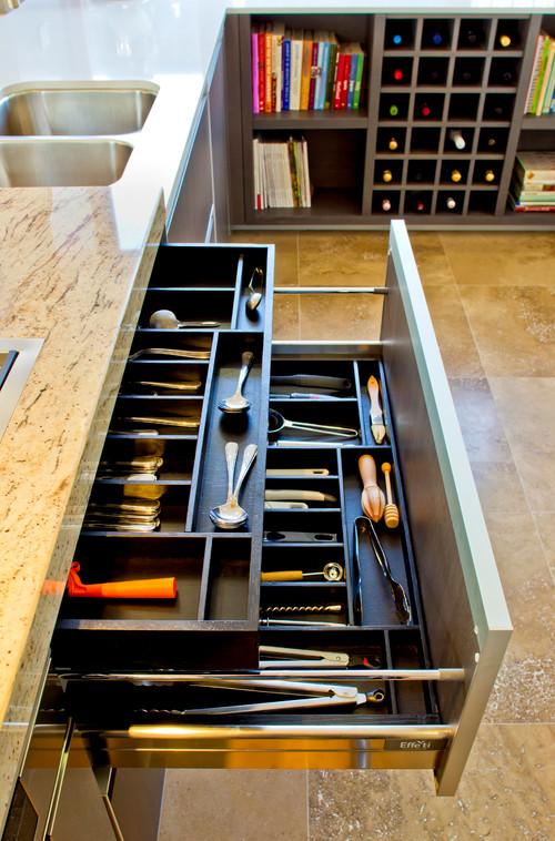 Favorite Who makes this drawer organizer? KP22
