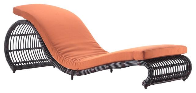 Outdoor Onda Patio Lounge Chair.