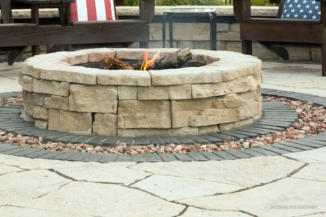 Barn residence farmhouse grand rapids by landscape for Landscaping rocks grand rapids