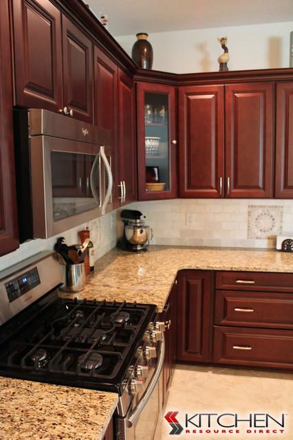 Ordinaire Youngstown Maple Merlot Coffee Glaze Kitchen Traditional Kitchen