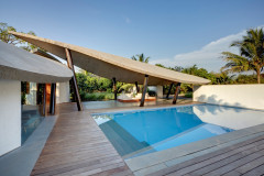 Alibaug Houzz: This Inside-Out Vacation Home is a Tropical Oasis