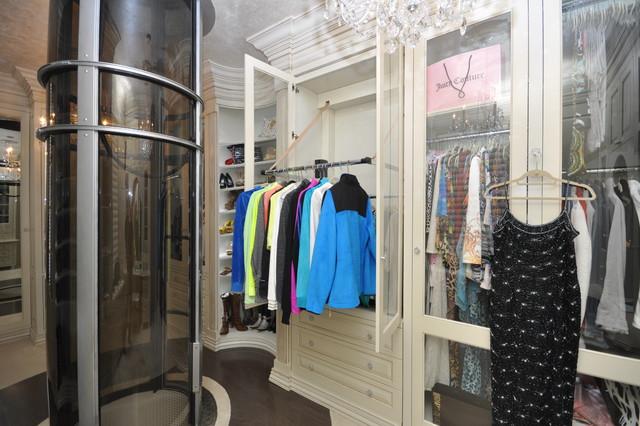 Wood Dressing Room With Pneumatic Vacuum Elevator