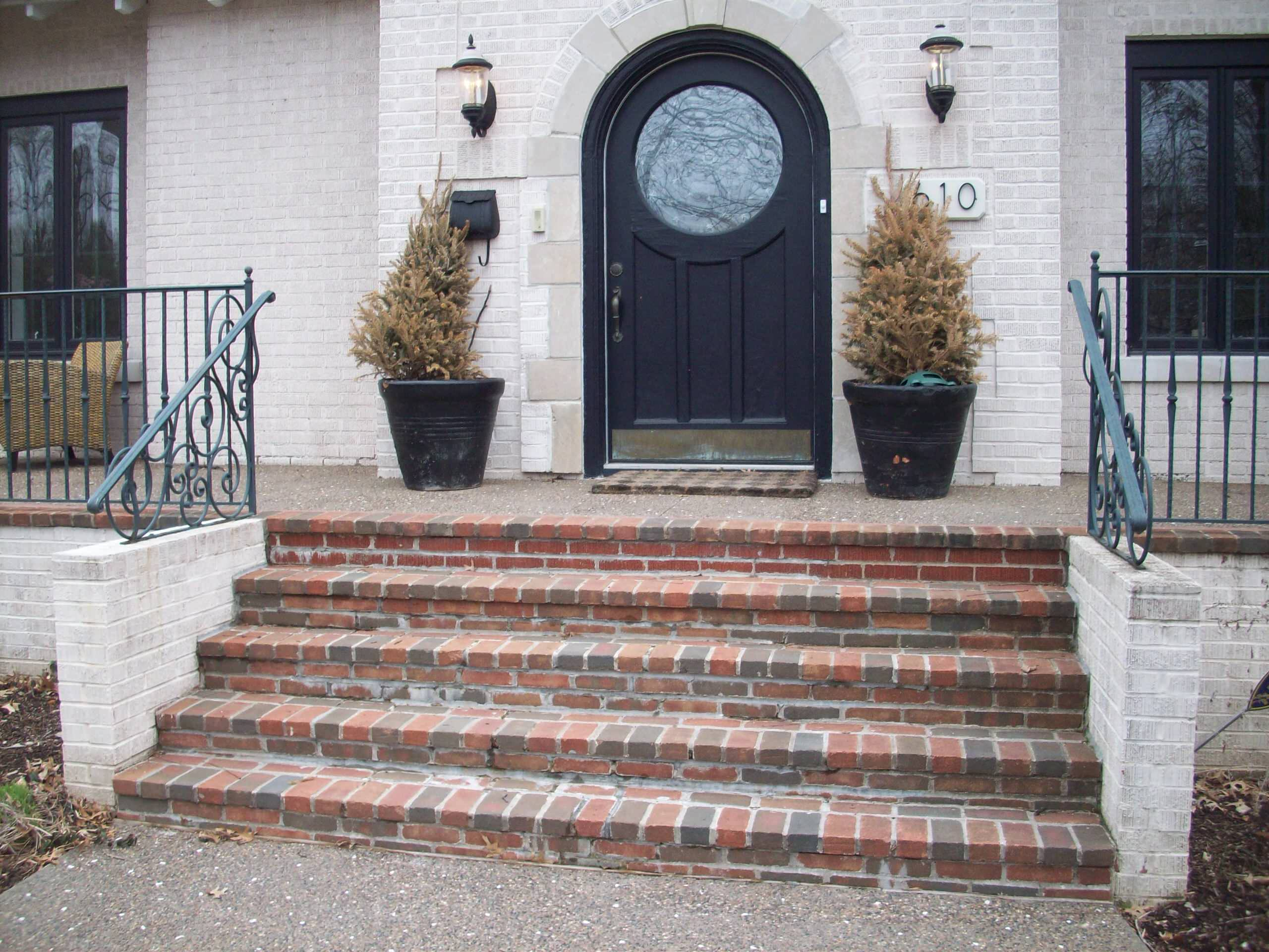 Clayton, Missouri Exposed Aggregate Porch and brick stairs