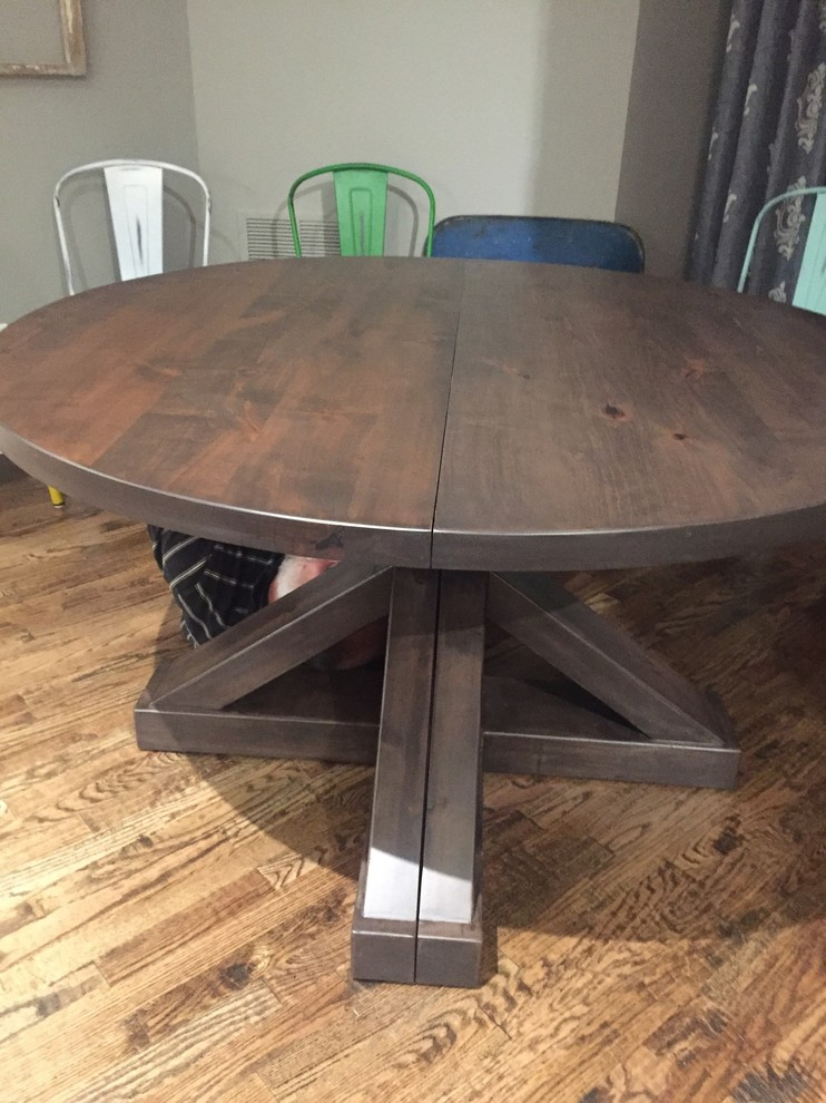 Round Expanding Table