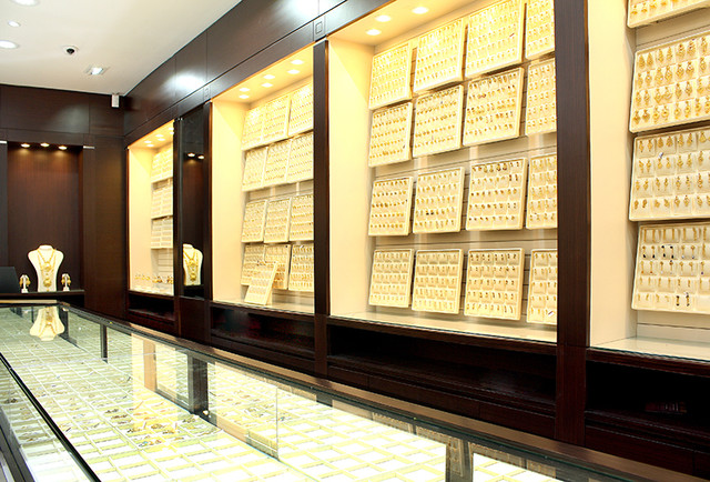 Malabar Gold & Diamonds jewellery shop - interior design and ...