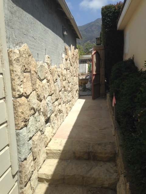We Are Installing Santa Barbara Sandstone Veneer On The Garage Front And  Side Wall. With A Random Mission Design.
