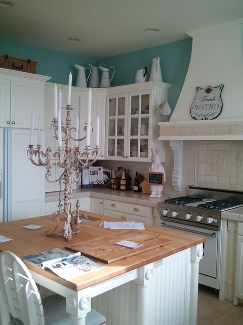 Traditional kitchen cabinets for Acorn kitchen cabinets