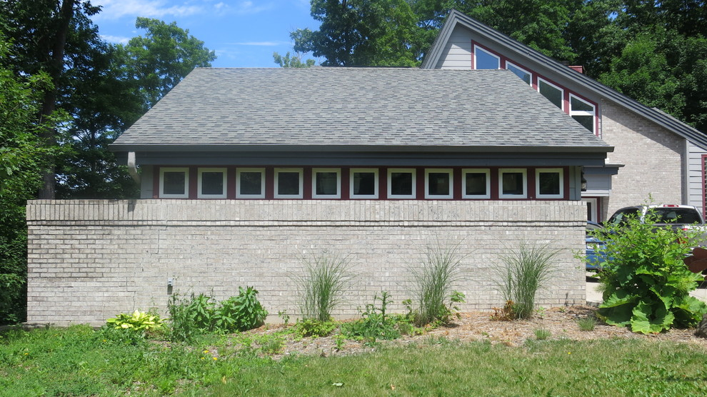 Contemporary Front Yard - Brookfield