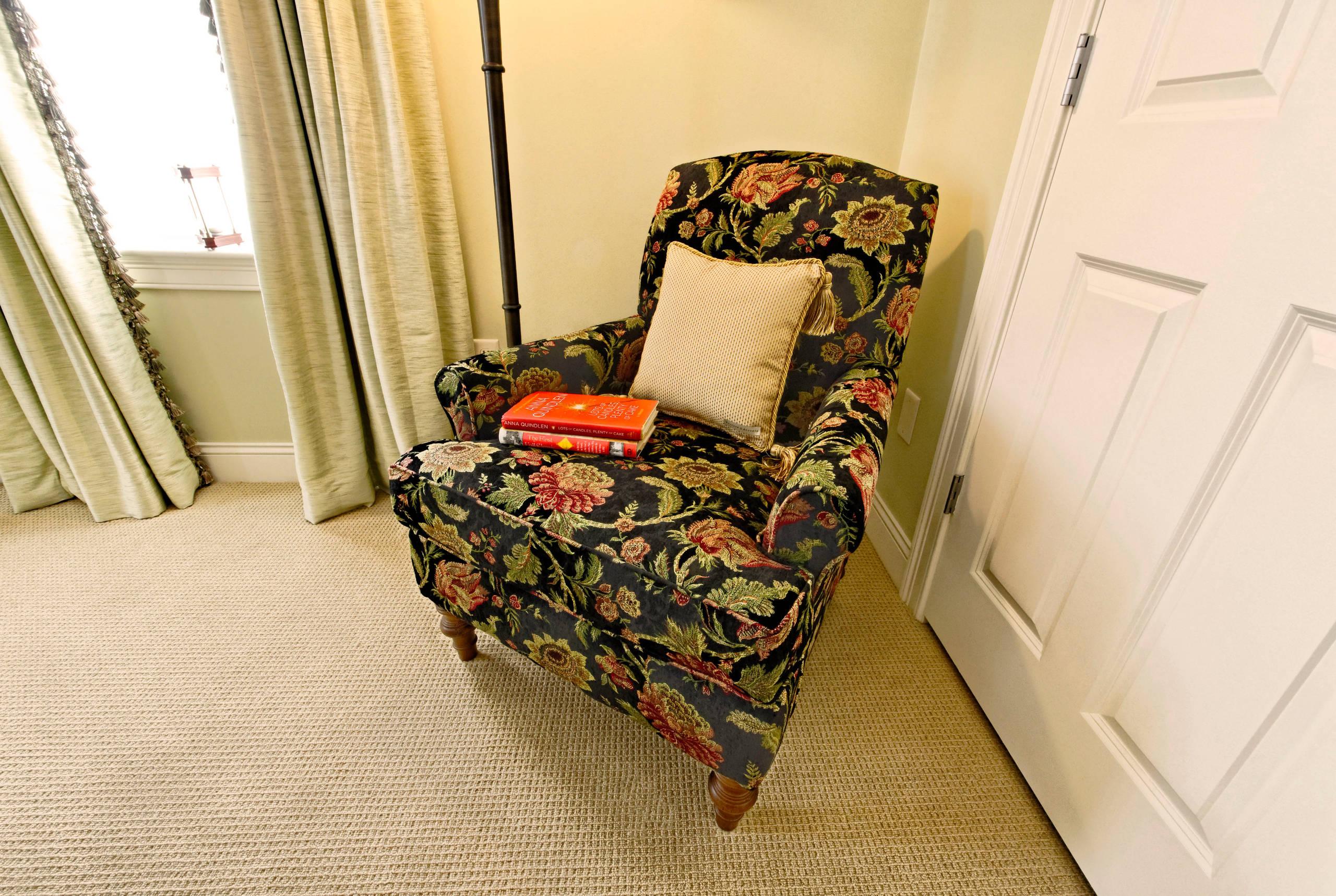 guest bedroom reading nook