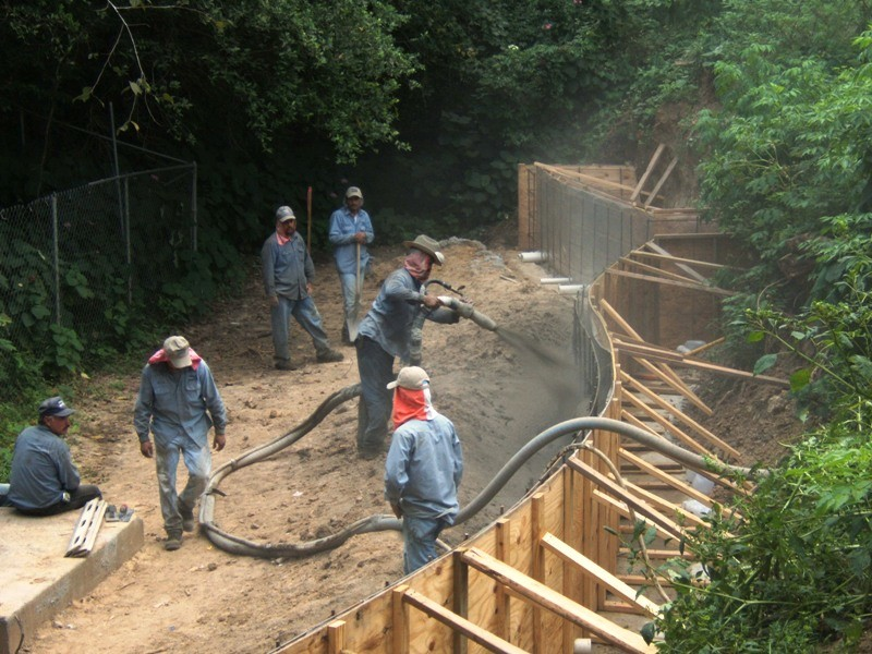 Ingenious way to build a structural retaining wall using -Gunite
