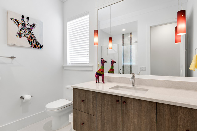 Inspiration for a mid-sized modern home design remodel in Orlando