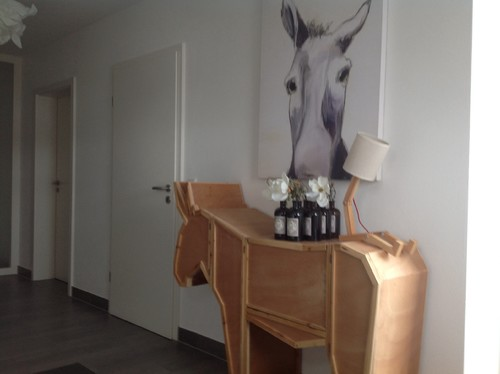 hilfe mein flur ist so wei farbe gesucht. Black Bedroom Furniture Sets. Home Design Ideas