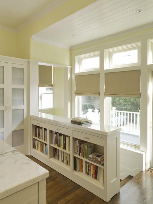 βιβλιοθήκη και σκάλα