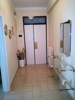 Idee per un corridoio lungo e stretto - Mobili per corridoio ...