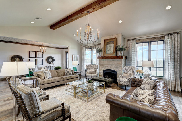Farmhouse home design photo in Oklahoma City