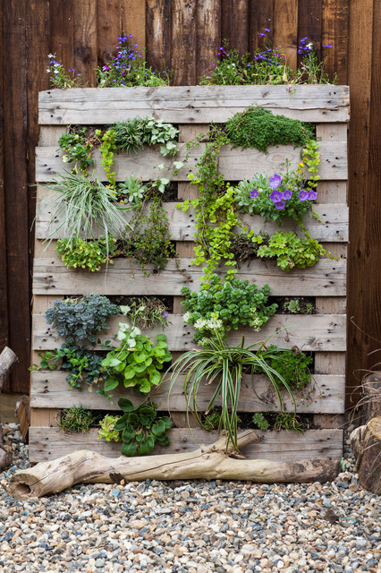 How To Make A Pallet Planter For Your Patio Balcony Or Wall