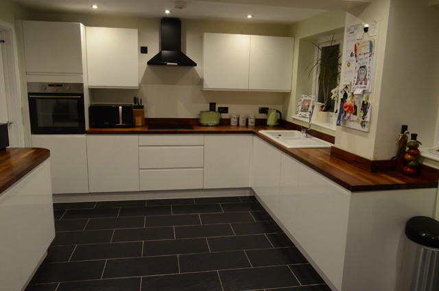 Gloss white british kitchen with curved units modern for Curved kitchen units uk