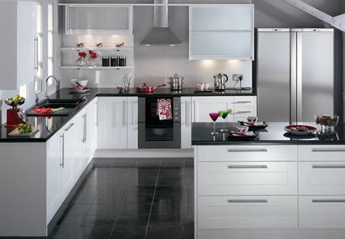 Kitchen splashback lights - Cocinas blancas con granito ...