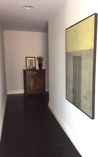 Hallway - modern hallway idea in Los Angeles