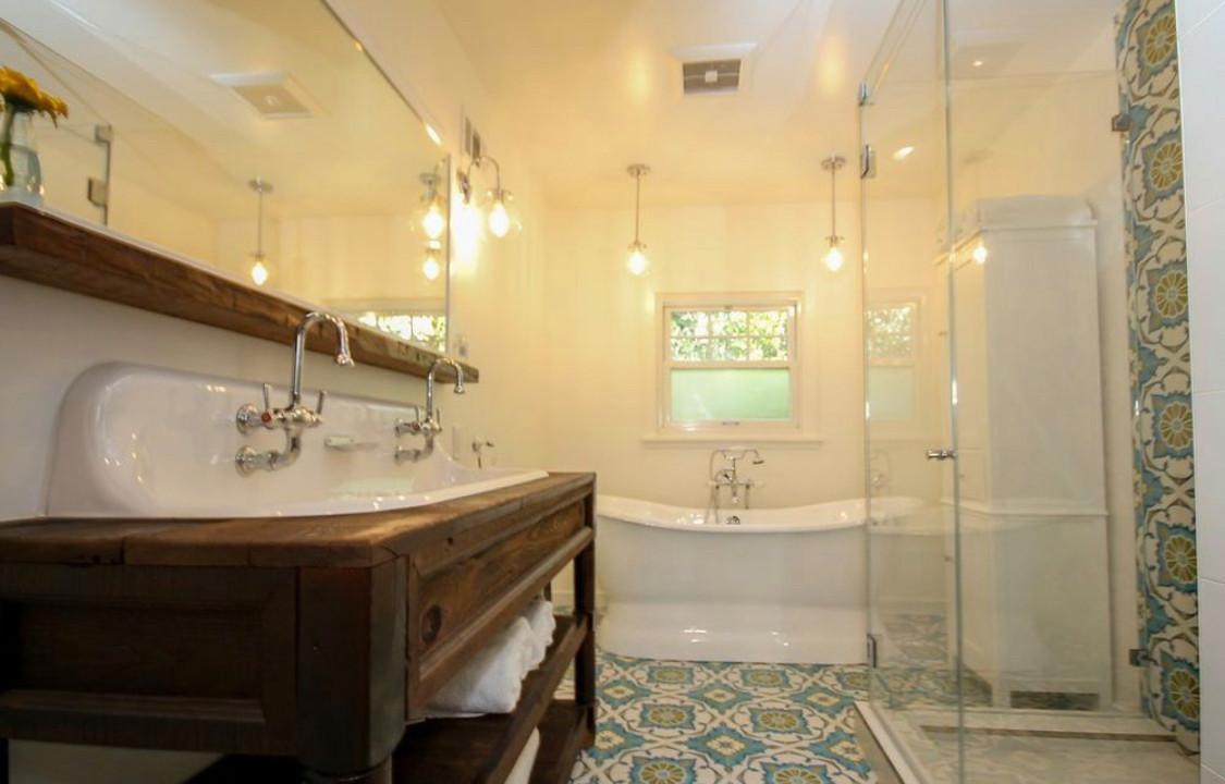 Bathroom remodeling in Studio City