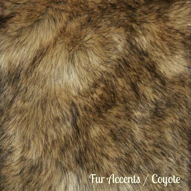 Faux Fur Wolf With Bear Throw Rug, Light Brown, 3&x27;x5&x27;.