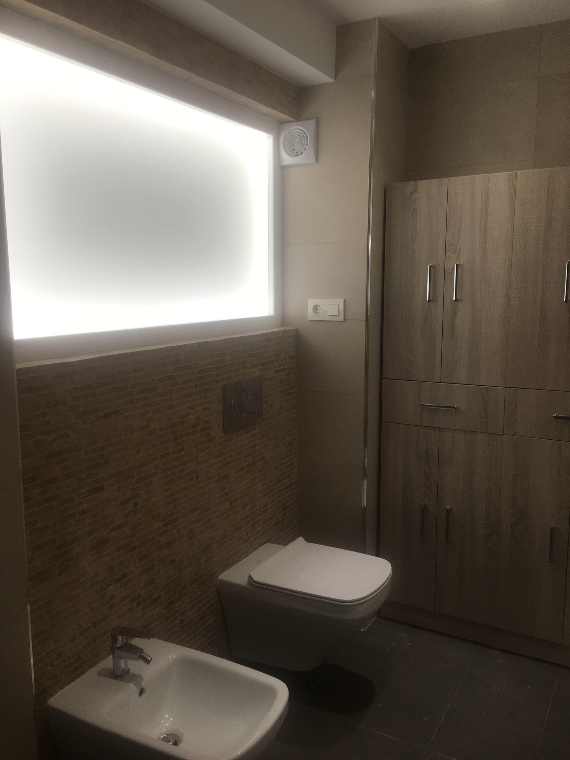 Detalles de cocina y baños en reforma de vivienda en Granada