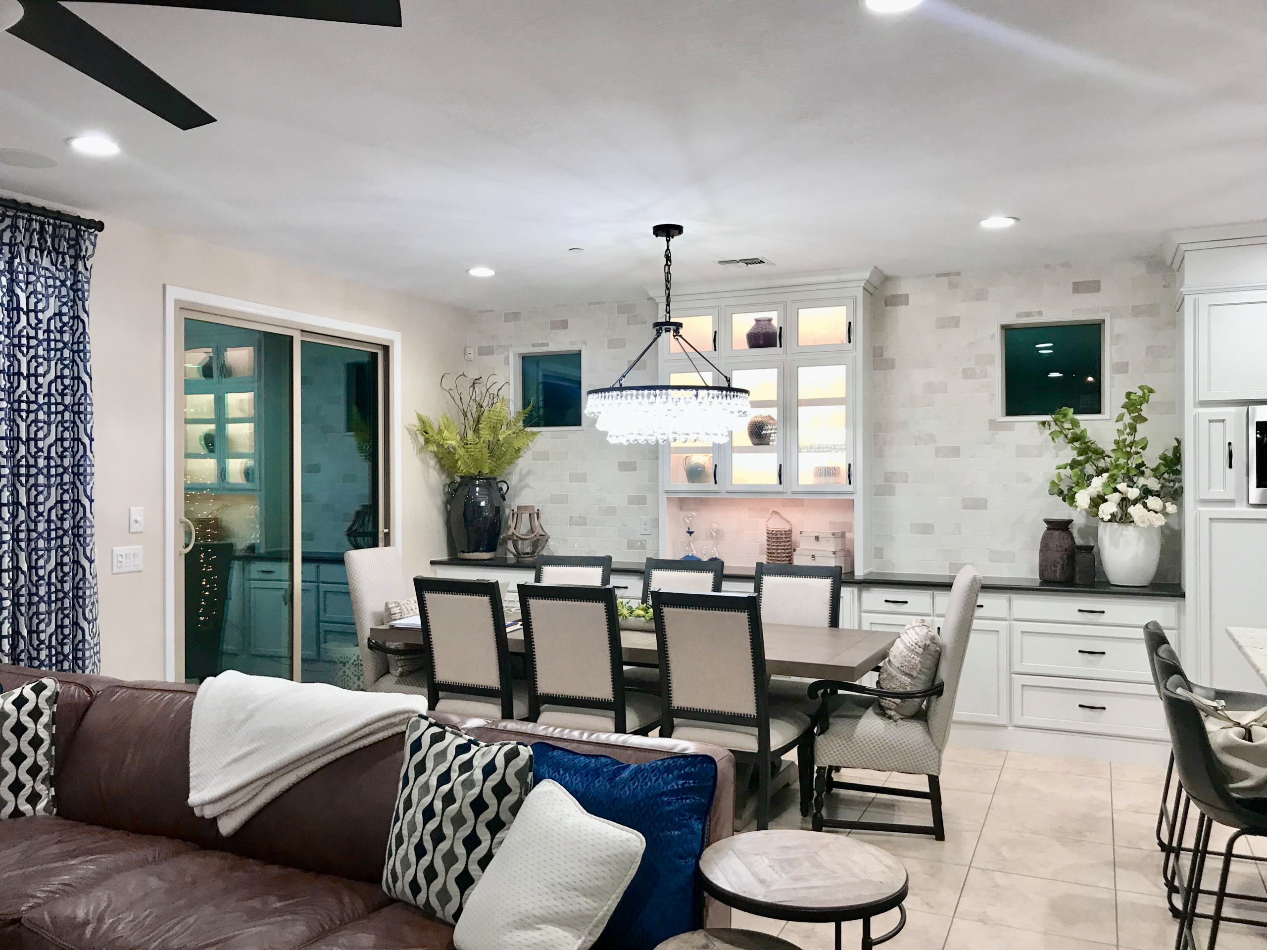 Inspiration for a mid-sized transitional home design remodel in Phoenix