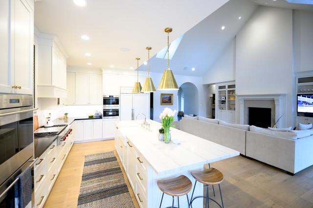 Example of a cottage home design design in Salt Lake City