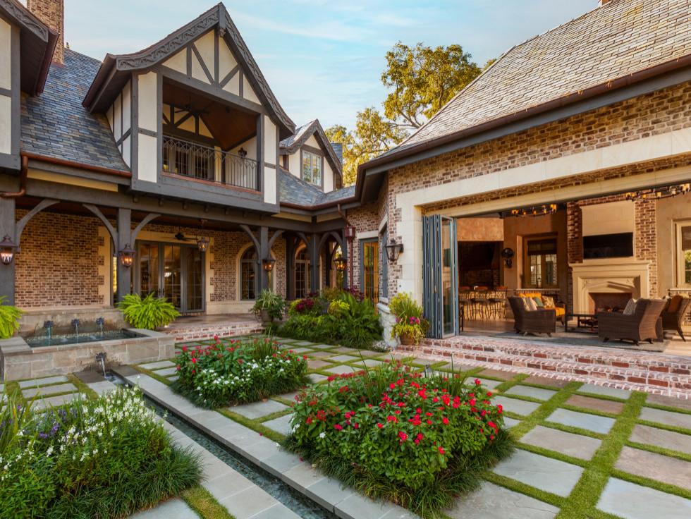 Tudor Swelling - The Black Stone Builder