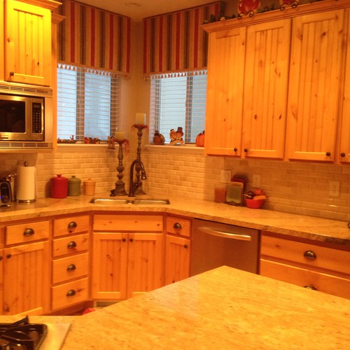 Knotted Oak Kitchen Cabinets: Light Knotty Alder Cabinets Need An Update...white Or Dark