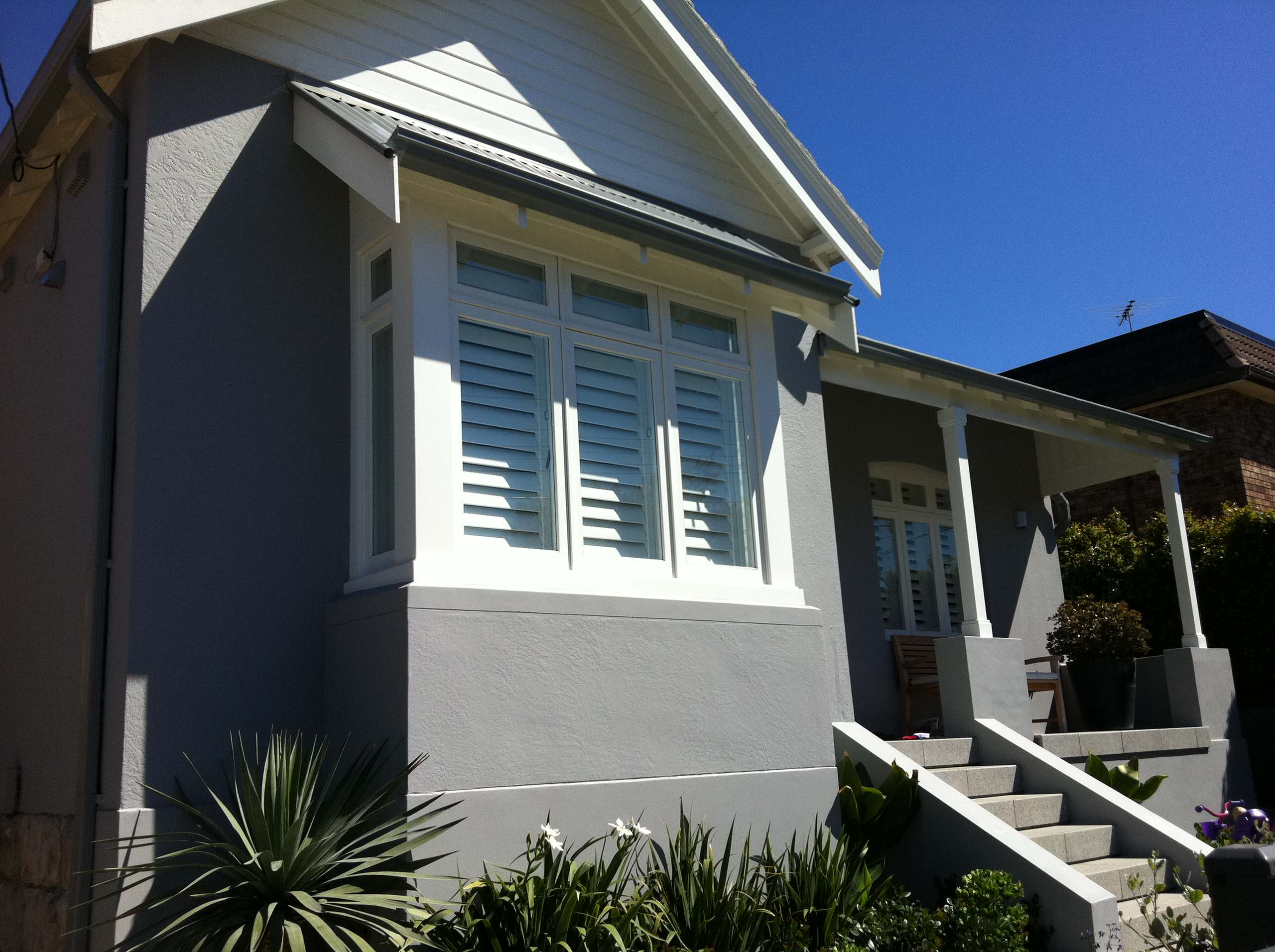 EXTERIOR PAINTING. CLOVELLY