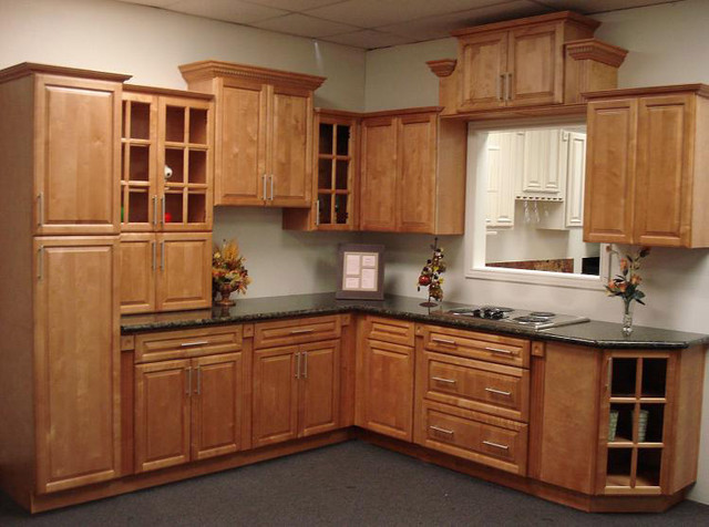 Cinnamon Maple Kitchen Cabinets Home Design - Traditional - Columbus - by Lily Ann Cabinets