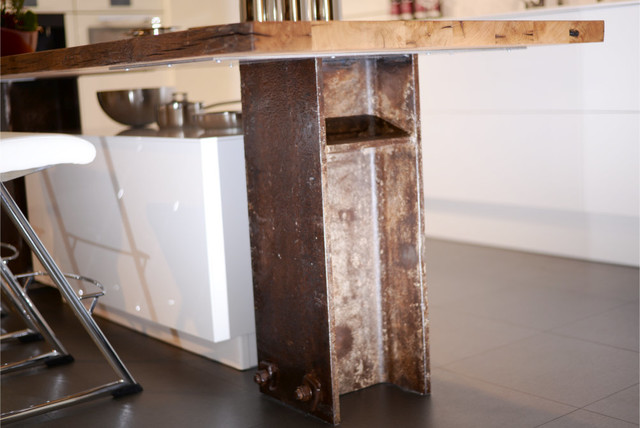Kochinsel mit Altholz und industrial design - Munich - by ...