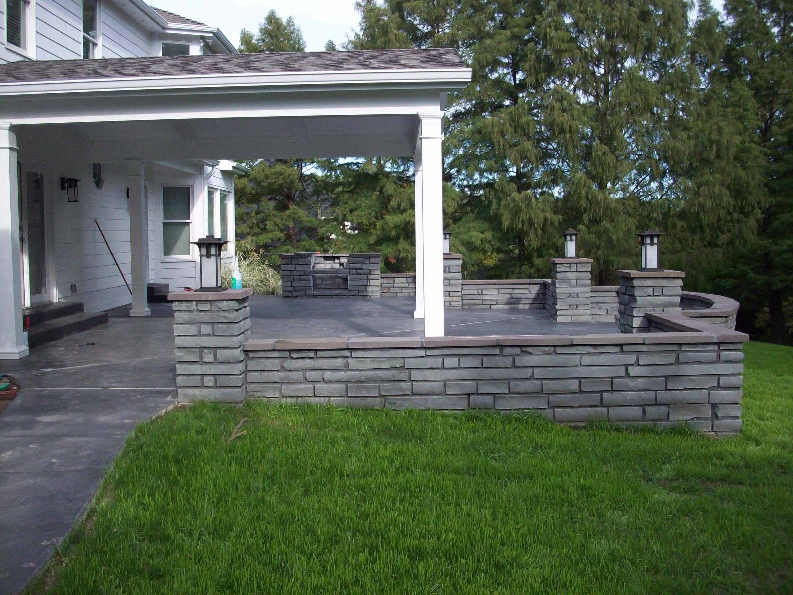 Chesterfield, Missouri Bluestone Masonry Walls with Charcoal Concrete