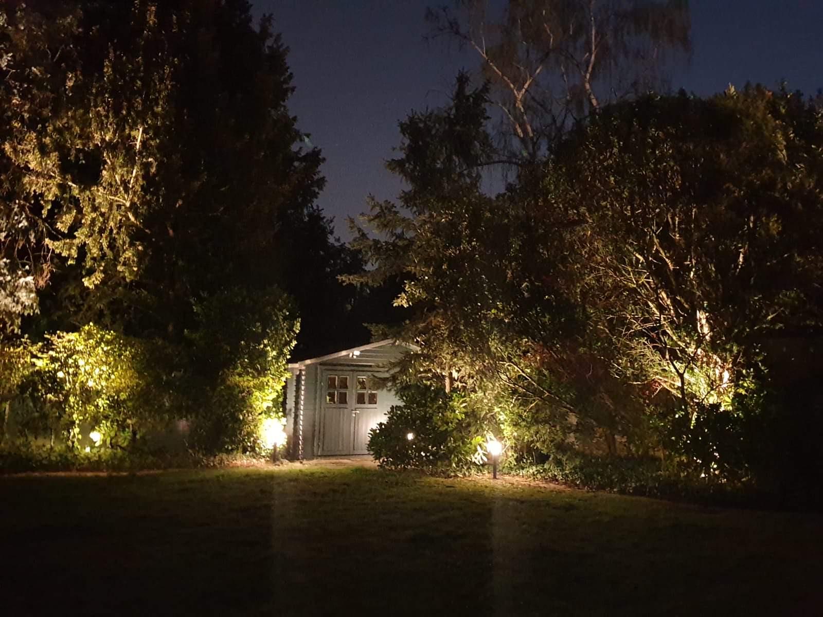 Hintere Gartenhütte wurde beleuchtet