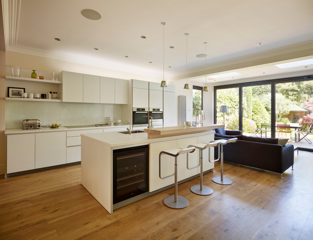 Contemporary kitchen for Closed kitchen floor plans