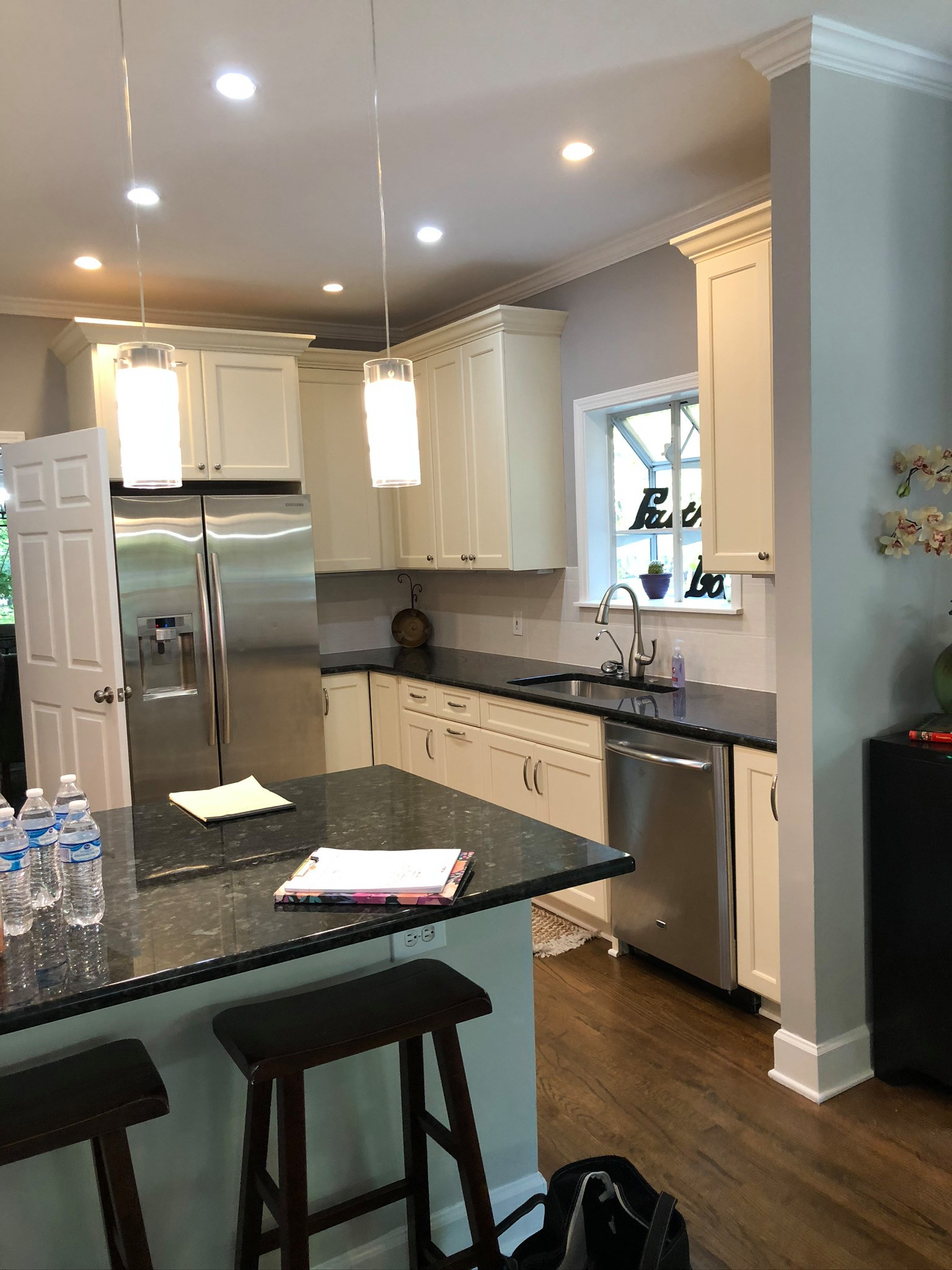 Edgewood White Modern and Contemporary kitchen
