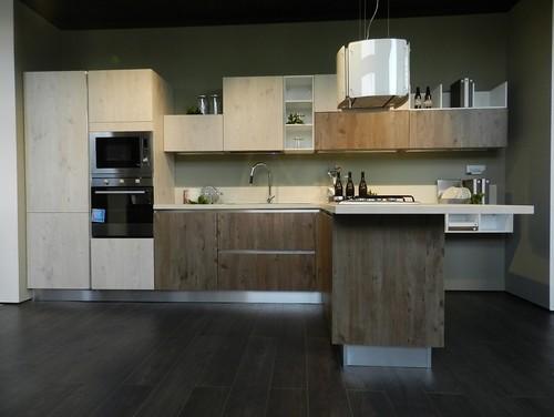 Cucina in legno o in polimerico? Quali sono i vantaggi e gli svantaggi